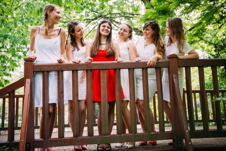 Future mariée avec ses amies